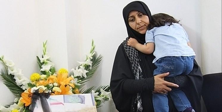 مادر شهید حاجیزاده: فرزندم دیگر یک مادر آسمانی به نام حضرت زهرا (س) دارد