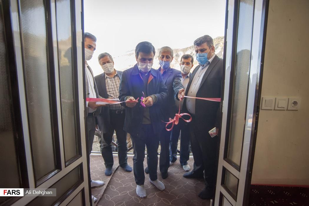 افتتاح اولین واحد مسکونی روستای زلزله زده قورچای توسط دکتر سید محسن دهنوی