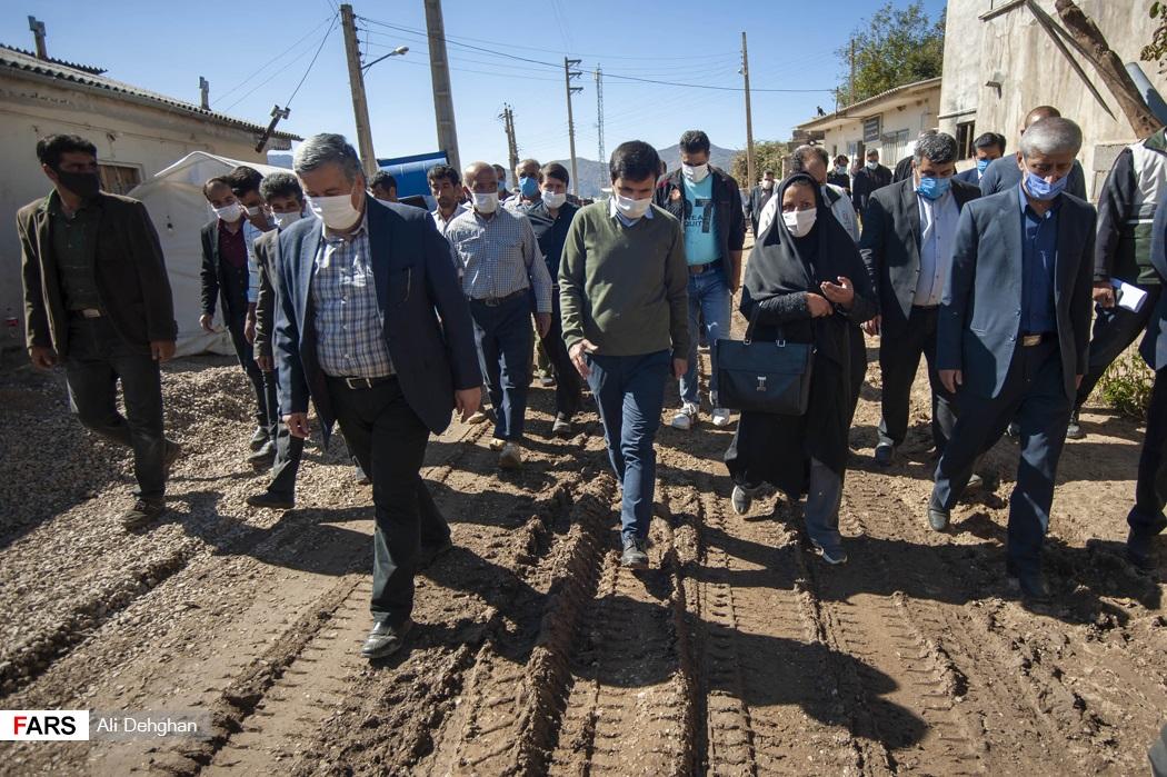 حضور در روستای زلزله زده ویرو و گفت و گو با اهالی روستا