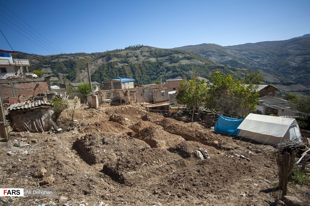 مردم روستاهای زلزله زده به صورت موقت در چادر اسکان داده شده اند