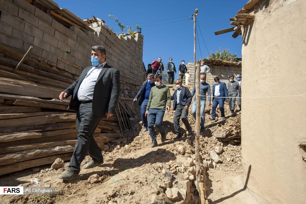 بازدید عضو هیئت رئیسه مجلس شورای اسلامی از روند بازسازی خانه های تخریب شده از زلزله