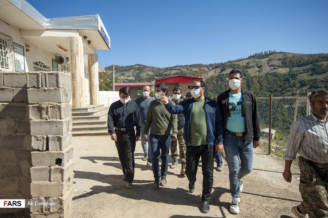 بازدید عضو هیئت رئیسه مجلس شورای اسلامی از تنها مدرسه روستا که بامشکلات فراوانی روبرو هستند