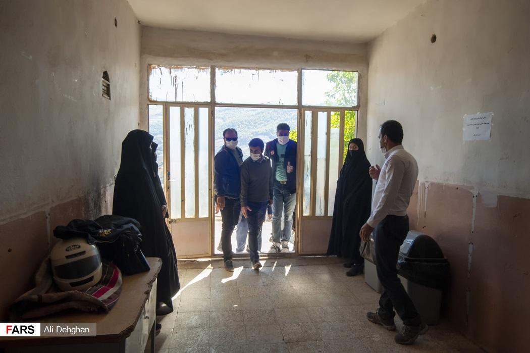 بازدید از فضای مدرسه روستای ویرو توسط دکتر سید محسن دهنوی