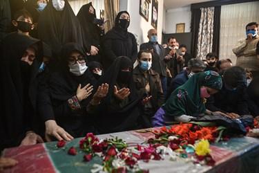 خواندن زیارت عاشورا بربالین پیکر شهید محمود رادمهر