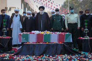 اقامه نماز بر پیکر شهید مدافع حرم مجید سلمانیان