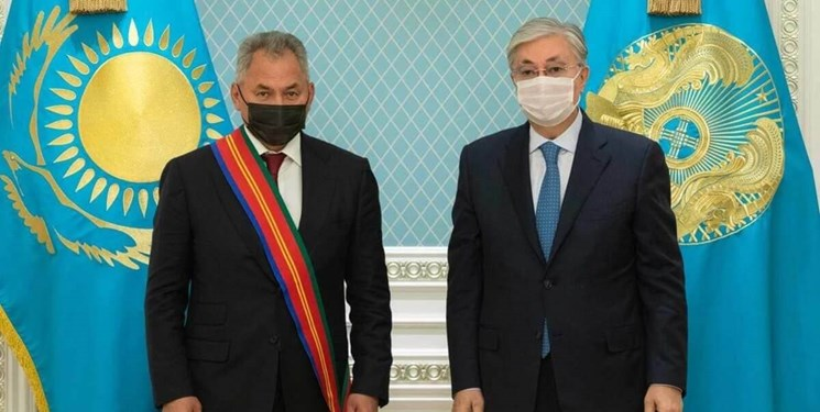 دیدار رئیس جمهور قزاقستان با وزیر دفاع روسیه در «نورسلطان»