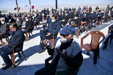 دعاخوانی اقشار مختلف مردم در اقامه عزای شهادت امام رضا در آستان مقدس سیدعباس بجنورد