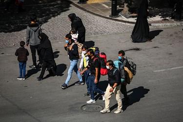 زائرین پیاده حرم مطهر امام رضا(ع) از شهرهای مجاور برای عرض ارادت به امام هشتم، خود را به مشهد مقدس رساندهاند.