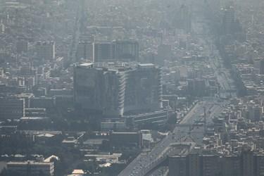 هوای ناسالم تهران / اتوبان چمران از فراز برج میلاد
