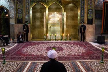 حضور حجتالاسلام مروی تولیت آستان قدس رضوی در مقابل پنجره فولاد  واقع در صحن انقلاب حرم مطهر ر ضوی