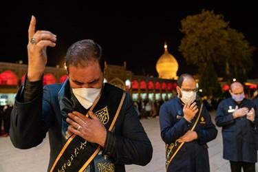 مراسم شامغریبان و لاله گردانی شهادت امام رضا (علیه السلام) درحرم مطهر حضرت شاهچراغ علیهالسلام