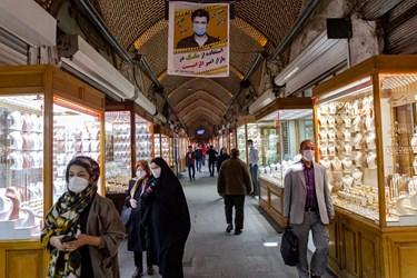 الزام استفاده از ماسک در بازار امیر در بازار تاریخی تبریز( بازار زرگران)