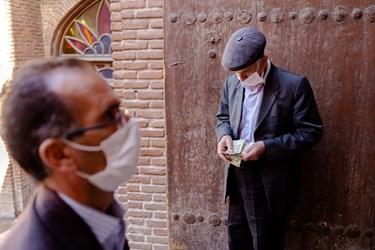 الزام استفاده از ماسک در بازار تبریز بزرگترین بازار سرپوشیده جهان