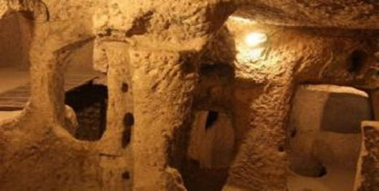 کاوش مجموعه دستکند زیرزمینی در محله پاقپان کاشان