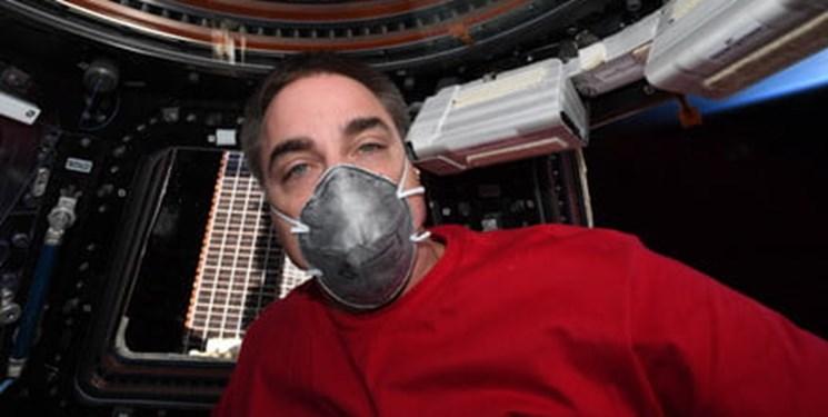فضانورد ناسا با ماسک به زمین بازمیگردد