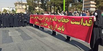 تجمع اعتراضی علیه قانونشکنان/ امام جمعه نجفآباد: ما در جنگ نابرابر فرهنگی هستیم