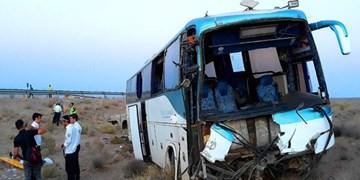 واژگونی اتوبوس در گرمسار/۱۴ نفر مصدوم شدند