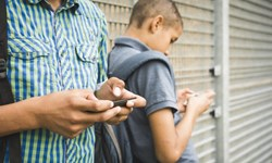 توصیههای امنیتی «کودکان و تلفن همراه»/ گول هدیه رایگان را نخورید