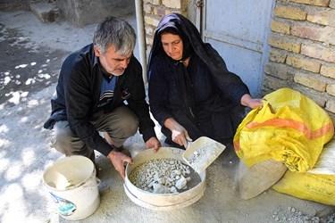 خاک سفید که حاوی آهک و املاح معدنی دیگر است را الک کرده و روی انگور می ریزند. اگر خاک سفید را به آن اضافه نکنند، در موقع جوشاندن، آب انگور ترش می شود.