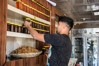 فروش محصولات تهیه شده از انگور در مغازه ها