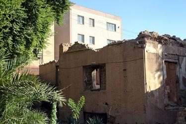 تا اوایل دهه 1390 در اینجا ساکنینی حضور داشتند اما با تخلیه این بنا ، تخریب بنا هم آغاز شد