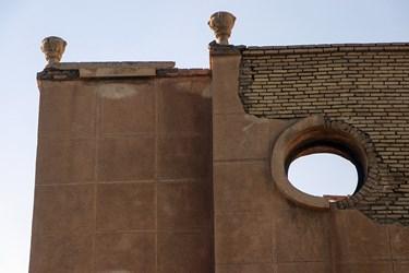 بنای این هتل تاریخی مدتی است که در وضعیت نابسامان قرار گرفته و اداره کل میراث فرهنگی اقدام مناسبی برای ترمیم و مرمت آن انجام نداده است.