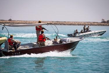 دستگیری سرنشینان قایق حامل قاچاق توسط نیروهای تکاور یگان دریابانی
