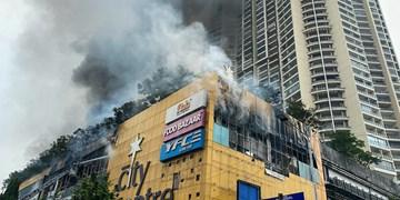 فیلم| تخلیه 3500 نفر در پی آتشسوزی شدید در مرکز خرید بمبئی