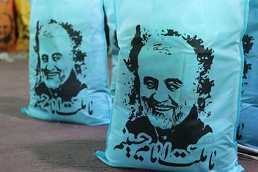 اقلام آمادهشده برای ارسال به خانواده های نیازمند به همت بانوان جهادی سمنان در حسینیه همدلی