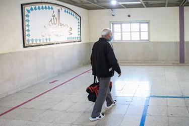 گذر جعفرآقا از راهروهای زندان برای رسیدن به در خروجی