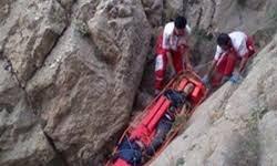 نجات کوهنورد 39 ساله از ارتفاعات نزدیک پالایشگاه اصفهان