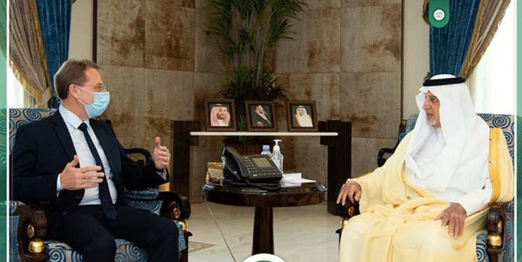 دیدار دوستانه سعودیها با فرانسویها در اوج خشم مسلمانان
