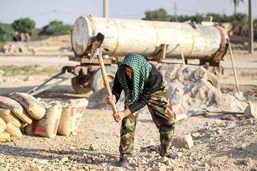 جهادگران جهاد سازندگی سپاه ولیعصر (عج) خوزستان در حال ساخت  مخزن آب در روستای حمیره در دهستان غیزانیه