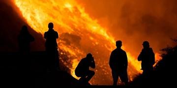 فیلم| آتشسوزی کالیفرنیا از کنترل خارج شد/ 90 هزار نفر  تخلیه شدند