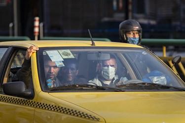 ماسک بی ماسک / میدان انقلاب