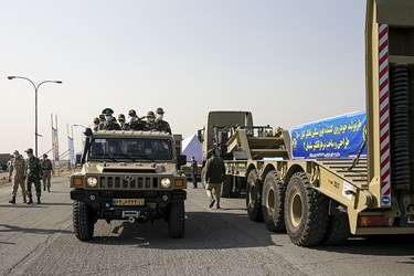بازدید جمعی از فرماندهان از دستاوردهای بازسازی شده نیروی زمینی ارتش
