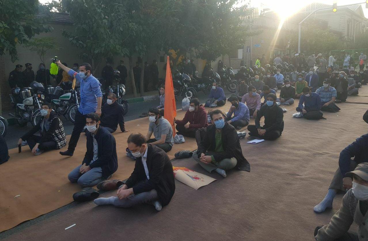 13990807000773 Test NewPhotoFree - حاشیههای تجمع مقابل سفارت فرانسه| از رعایت پروتکلهای بهداشتی تا درخواست برای تحریم کالاهای فرانسوی