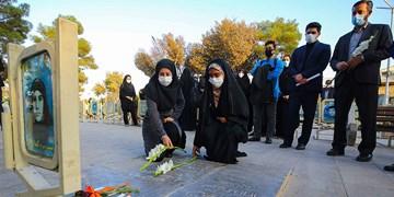 ادای احترام به شهدای نوجوان اصفهان