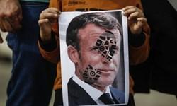 هدیه کاریکاتوریستها به ابلیس پاریس