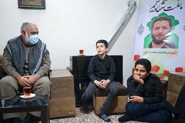 فرزندان شهید امر به معروف محمد محمدی( از راست: احمدرضا و امیررضا محمدی)