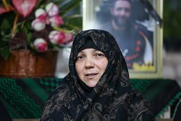 مادر شهید امر به معروف محمد محمدی در منزل شهید