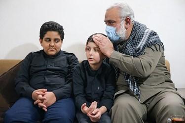 دیدار سردار نقدی معاون هماهنگ کننده سپاه با فرزندان شهید امر به معروف محمد محمدی