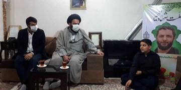 حضور حجتالاسلام آقامیری و ابوذر بیوکافی در منزل شهید امر به معروف