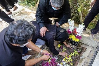 عزاداری خانواده مرحوم احمد نصیرپور عکاس پیشکسوت خبری در قطعه هنرمندان بهشت زهرا(س)