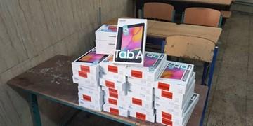 اهدای ۲۰ دستگاه تبلت به دانش آموزان نیازمند توسط خیر آبیکی