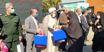 اهدای ۷۰ تبلت به دانشآموزان نیازمند کهریزک