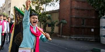 اجرای سرود خیابانی مقابل لانه جاسوسی