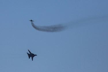 مانور هوایی جنگندهها