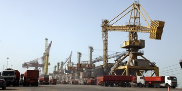 تخلیه همزمان ١٢ فروند کشتی حامل کالای اساسی در بندرامام خمینی(ره)