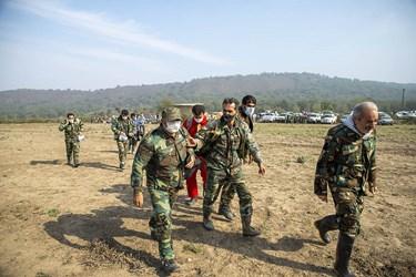 اعزام جنگلبانان  به محل آتش توسط بالگرد هلال احمر